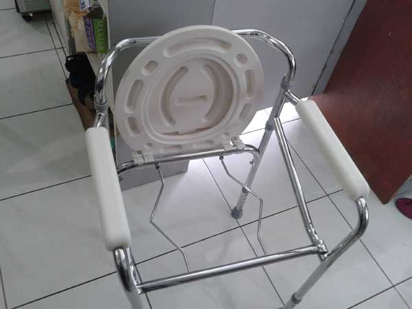 commode-chair-deluxe-1