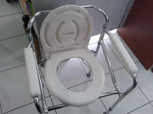 commode chair deluxe 2
