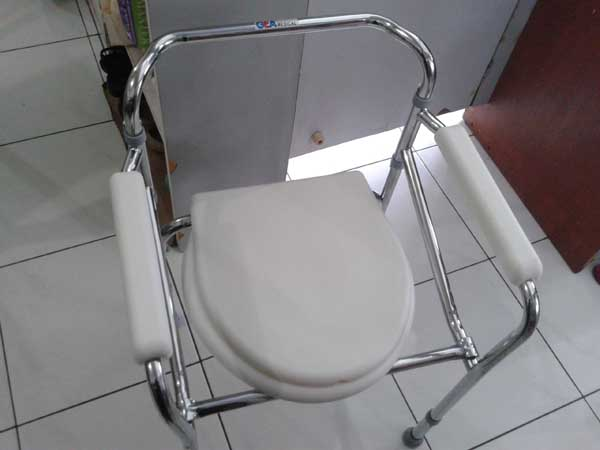 commode chair deluxe 3