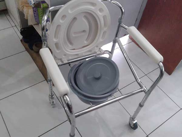 commode chair roda 6