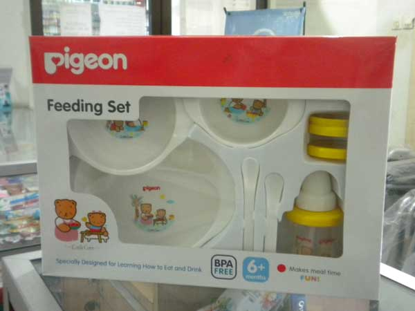 feeding set with cup